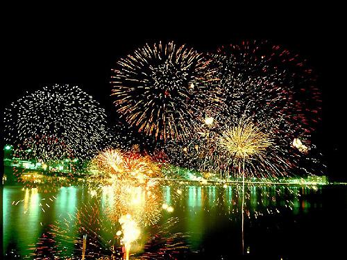 湯河原温泉海上花火大会のご案内